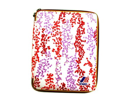 Shop K-WAY  PORTA TABLET: PORTA TABLET BIANCO A FANTASIA FLOREALE MUST HAVE K-WAY UNISEX NYLON, STAMPA FIORI ROSSI E LILLA, ZIP CON PROFILI COLORATI, LOGO, IMBOTTITURA RIGIDA, ELASTICI INTERNI, IMPERMEABILE. LARGHEZZA 20 CM, ALTEZZA 25 CM, PROFONDITA' 2 CM.