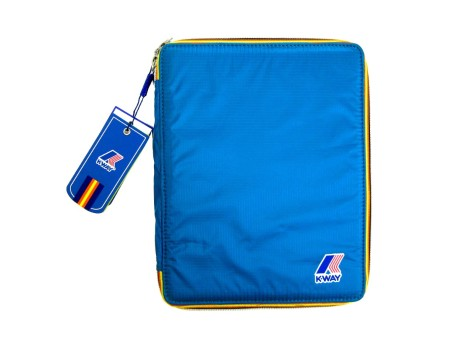 Shop K-WAY  PORTA TABLET: PORTA TABLET TURCHESE MUST HAVE K-WAY UNISEX NYLON, TINTA UNITA, ZIP CON PROFILI COLORATI, LOGO, IMBOTTITURA RIGIDA, ELASTICI INTERNI, IMPERMEABILE. LARGHEZZA 20 CM, ALTEZZA 25 CM, PROFONDITA' 2 CM.