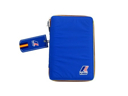 Shop K-WAY  PORTA TABLET: PORTA TABLET AZZURRO MUST HAVE K-WAY UNISEX NYLON, TINTA UNITA, ZIP CON PROFILI COLORATI, LOGO, IMBOTTITURA RIGIDA, ELASTICI INTERNI, IMPERMEABILE.  LARGHEZZA 14 CM, ALTEZZA 22 CM,  PROFONDITA' 3 CM.